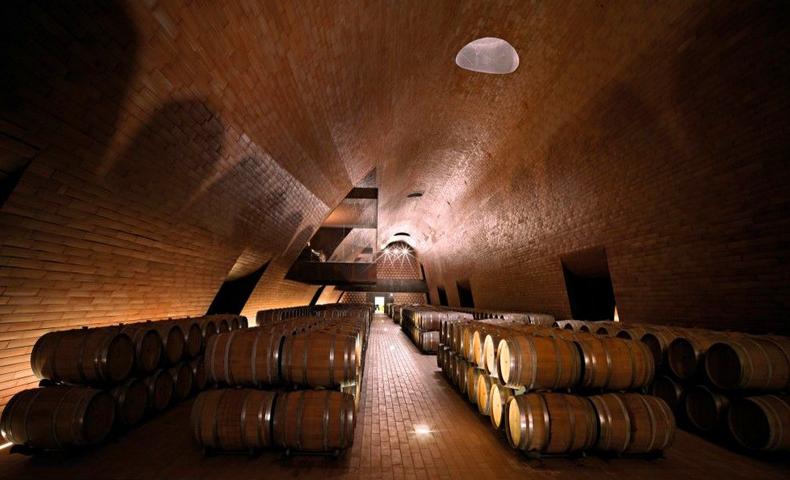 安东尼世家628年来首次对外开放酒窖